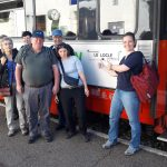 Gruppenfoto vor Zug(mit Personen)